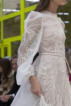 Valentino at Paris Fashion Week Spring 2020 - Details Runway Photos Shoes Valentino, Valentino Bridal, Valentino Rossi, Valentino Rockstud, Couture Fashion, Girl Fashion, Daily Fashion, Pretty Dresses, Beautiful Dresses