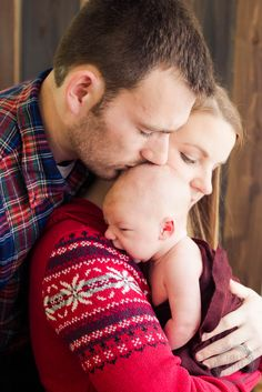 Holly Savage Photography.  Family Newborn Lifestyle.  Newborn poses.  Newborn family poses.  Tokyo Newborn photography
