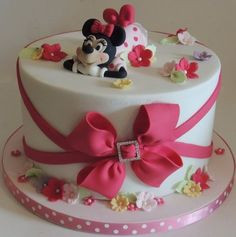 Minnie Mouse - Cake by Shereen Theme Mickey, Mickey And Minnie Cake, Bolo Minnie, Mickey Cakes, Cute Cakes, Fancy Cakes, Beautiful Cakes, Amazing Cakes, Pastel Mickey