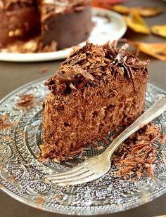 La feuille d'automne : un gâteau au chocolat et à la meringue aux amandes / Chocolate cake