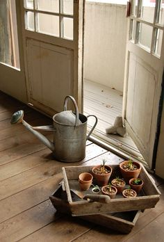 FARMHOUSE – INTERIOR – early american decor inside this vintage farmhouse seems perfect with watering cans and clay pots. Garden Power Tools, Potting Sheds, Potting Benches, Garden Pots, Garden Sheds, Garden Gear, Home Living, Clay Pots, Decoration