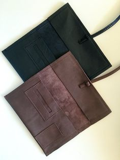 Whits this leather tobacco puoch you can bring everthing you need with grat style. It's provided with due pockets for tobacco and for filters, and two other pocketss for papers and for lighter. Leather Tobacco Pouch, Leather Bag, Leather Accessories, Handmade Accessories, Man Clutch, Handmade Wallets, Vintage Soul, Pouch Bag, Leather Design