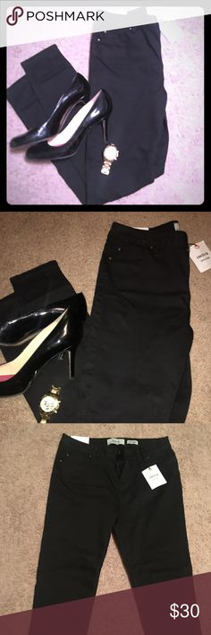 NWT New Look   Cropped Super Skinnies Brand new never worn super soft skinny jeans in black. Some stretch. 34 in inseam. Purchased from ASOS. New Look Jeans Skinny