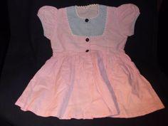 alte-Puppenkleidung-grosses-altes-kariertes-Kleidchen