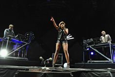 """""""Because I Played This Song For You"""" - Disclosure + Mary J. Blige perform """"F For You"""" at Coachella"""