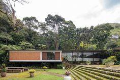 A Casa Lota Macedo Soares - também conhecida como Casa Samambaia