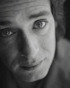 """""""En los tuyos leo destinos"""" Sesión de fotos para Bocanada, Revista Rolling Stone, 1999. Fotógrafo: Fabián Laghi. #GustavoCerati #Cerati #CeratiEterno #CeratiInfinito #RecordarteEsUnHermosoLugar"""