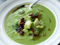 Grønn ertesuppe med klippfisk og bacon