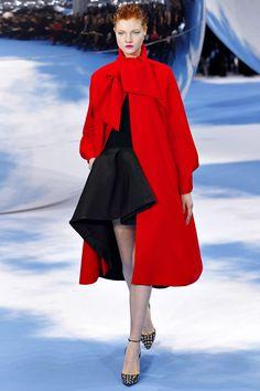 Moda   Estampas, volume e alfaiataria são as tendências lançadas pela Dior para o Outono/Inverno 2013/2014.