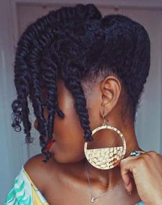 25 Beautiful Natural Hairstyles You Can Wear Anywhere In need of a new hairstyle? Then you are in the right place! We have found 25 beautiful black natural hairstyles. There is an idea for everyone whether you have short hair or longer hair. Bantu Knot Hairstyles, African Hairstyles, Black Women Hairstyles, Trendy Hairstyles, Beautiful Hairstyles, Popular Hairstyles, Celebrity Hairstyles, Hairstyles Pictures, Pelo Natural