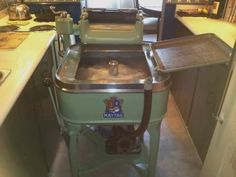 1935 Maytag Model 30 Wringer Washer, in action. Antique Washing Machine, Kitchen Aid Mixer, Kitchen Appliances, Commercial Laundry, Washing Machines, Washers, Restoration, Action, Facts
