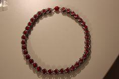 Chainmail Kette mit roten Korallen Perlen, 12 mm und einem Polaris Magnetverschluss. Die Anleitung gibt es hier: http://www.google.de/#q=THE+SUBSTANCE+OF+STYLE+~+Essential+Beauty+with+Chainmail+Bracelet