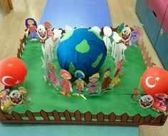 23nisan Creative Crafts, Diy And Crafts, Crafts For Kids, Fancy Dress Costumes Kids, Wedding Fans, Teaching Aids, Sunday School Crafts, Earth Day, Preschool Activities