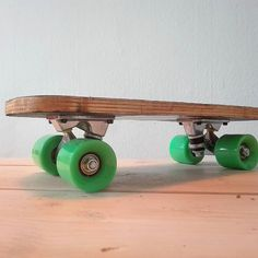 Wheels attached. Super happy with the killer look of my first mini skateboard. #diy #diyproject #diytilwedie #skate #skateboarding #skateboard #wood #woodworking #woodwork de built_it_myself