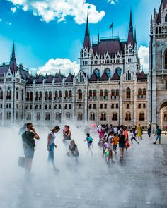 Thermal baths, stunning architecture, really good food in an easily walkable city! Tips about how to enjoy Budapest like a boss - even if you are broke. Best Brunch Places, Budapest Travel Guide, Walkable City, Visit Budapest, Buda Castle, Cheap Things To Do, Houses Of Parliament, Buy Tickets, Park City