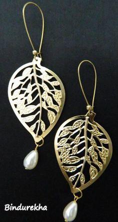 Golden Metal Nakshi Leaf Pearl Drop Image