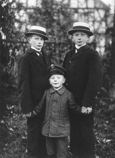 Three Brothers, August Sander, 1919