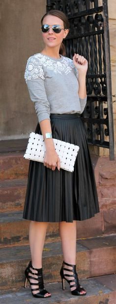 Great outfit but the SHOES! Pleated Faux Leather Midi Skirt in Black Modest Fashion, Love Fashion, Autumn Fashion, Fashion Looks, Fashion Outfits, Skirt Fashion, Fashion Edgy, Petite Fashion, Curvy Fashion