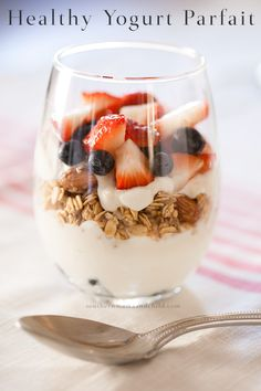 Healthy and Easy Yogurt Parfait! Protein packed to keep you energized all morning! I do love yogurt! healthy food, light snack, granola, berries, easy to make snacks
