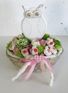 Eule im Rosenbett - Blumengesteck von kunstbedarf24 auf DaWanda.com