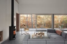 New York architects Todd Rouhe and Maria Ibañez de Sendadiano have designed a holiday home in the Catskills filled with designs from Hay and Vipp. Wood House Design, Passive House Design, Cabana, Mechanical Room, Exterior Tiles, Exterior Colors, Loft Plan, Structural Insulated Panels, Black Fireplace