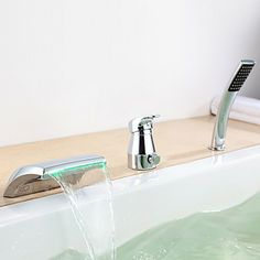 Led Wannenrandarmatur 3 Loch mit Handbrause in Chrom Bath Taps, Bathroom Taps, Bathroom Fixtures, Bathroom Faucets, Waterfall Faucet, Lumiere Led, Color Changing Led, Mixer Taps, Messing