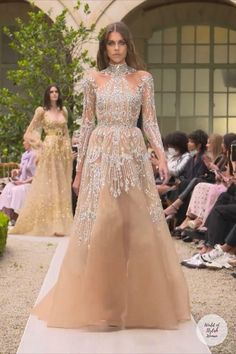 Fancy Wedding Dresses, Classic Wedding Dress, Indian Wedding Outfits, Party Wear Dresses, Walima Dress, Haute Couture Gowns, Sleeves Designs For Dresses, Pakistani Bridal Dresses, Long Evening Gowns