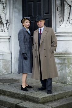 Time has not been kind to Honeysuckle Weeks who played Sam Stewart in Foyle's War. I realize that it in reality 13 years has passed from beginning to end of the series, but Michael Kitchen, apart from going a little greyer has not aged a day.