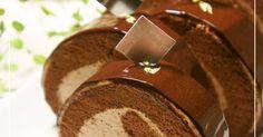 つやつやのグラサージュをかけた大人っぽいチョコロールです。金箔をのせたら高級感のある仕上がりに♬