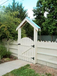 fence with dancing pickets, diy, fences, home improvement, how to You are in th. fence with dancin Patio Fence, Front Yard Fence, Diy Fence, Backyard Fences, Pergola Patio, Diy Patio, Fence Ideas, Patio Ideas, Wooden Garden Gate