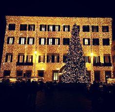 ROMA, Italia. #ValentinoPerRoma 🎄.                Natale 2016. Maestoso ✨.