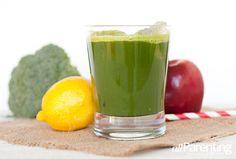 green juice recipe: Live green - kale, broccoli, apple and lemon