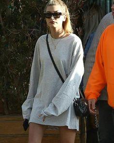Hailey and Kendall Jenner with friends leaving Soho Beach House in Malibu, CA. (March 24, 2018) . . . . #haileybaldwin #hails #baldwiners #WeLoveYouHailey #BaldwinersAreHereForYou