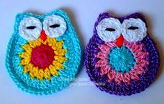 CORUJINHA DE CROCHÊ PASSO A PASSO  Artesanato em crochê. Linda corujinha de crochê passo a passo para aplique.  Use para decoração de almofadas, roupas, bolsas, gorros, tiaras  e sapatinhos de crochê. Vai ficar super fofo!  Veja como é fácil de fazer suas próprias corujinhas aplique em crochê.  Quem ensina como fazer as corujas em crochê é a artesã Rose Oliveira, e no blog dela vocês poderão achar o passo a passo e muitas outras corujinhas fofas.