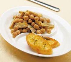 Preparate i crostini: tagliate a fettine la mezza baguette. In un tegame scaldate quattro cucchiai d'olio con un cucchiaio di erbe di Provenza,...