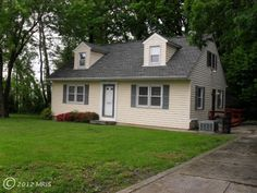 Lovely 4br & 2 ba #home on a large lot that backs up to woods of Linthicum, #Maryland