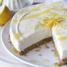 Lekker fris en lichtzoete cheesecake met citroen. Lekker voor de feestdagen, een verjaardag of gewoon zo, tussendoor. Omdat je het waard bent :)