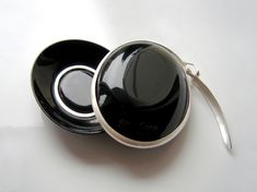 Gesine Hackenberg - black locket with sprinform latch brooch (open), urushi lacquer on textile, silver