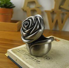 rose bud rétro d'étain boîte à bijoux forme classique floral gravure boîte d'anneau cadeau de mariage usine directe( taille moyenne)(China (Mainland))