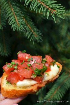 Grzanki z mozarellą i pomidorami | Uwielbiam gotować | Bloglovin' Bruschetta, Sandwiches, Food And Drink, Snacks, Cooking, Ethnic Recipes, Grill, Connect, Facebook