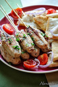Kebab with chicken. Are you ready? (in Greek) Greek Recipes, Desert Recipes, Indian Food Recipes, My Recipes, Chicken Recipes, Favorite Recipes, Popular Greek Food, Good Food, Yummy Food