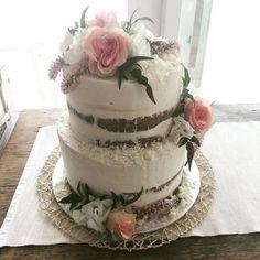 2 tier semi naked express cake. Fresh pink and white flowers with a touch of white chocolate. #expresscake #regniercakes #regniercakesstudio #regniercakesexpresscakes #weddingcake #weddingcakes #weddingdessert #weddingcakemelbourne #regniercakescoffeeanddessertbar #baysidewedding #baysidecakeshop #baysidedesserts #baysidecoffee #baysidecakes #melbournecakes #melbournecakeshop #melbournecoffee