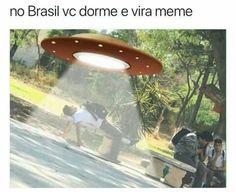 No Brasil vc dorme e vira meme kkjjkjkjkjj Humor/ Memes/ Piadas/ Coisas engraçadas/ SEGUE LÁ JUJUBA SIMÃO