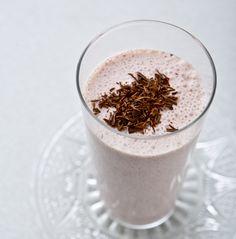 Läcker smoothie med jordgubb, choklad och lakrits
