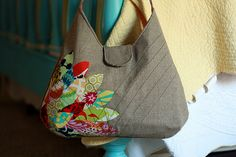 My favorite bag pattern, with those petal-y leaf-y things I've had on the brain lately