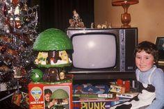New Vintage Christmas Cards Kids Ideas Vintage Christmas Photos, Retro Christmas, Christmas Pictures, Xmas Pics, Vintage Holiday, 1970s Childhood, My Childhood Memories, Christmas Past, Christmas Holidays