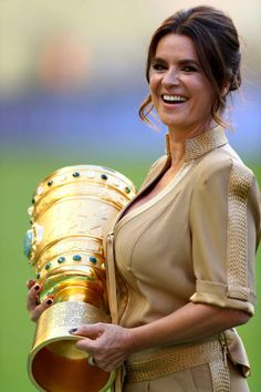 Former world class figure skater Katharina Witt walks on the pitch with the DFB Cup trophy prior to the DFB Cup final match between Eintracht Frankfurt and Borussia Dortmund at Olympiastadion on May 2017 in Berlin, Germany. Katarina Witt, Hot Figure Skaters, Figure Skating, Ice Skating, Dorothy Hamill Haircut, Olympia, Famous Couples, Beautiful Wife, Ice Queen