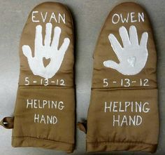 """""""Helping Hand"""" Oven Mitts Gift"""