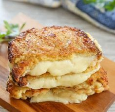This is a great low carb solution that still allows you to enjoy a comforting grilled cheese sandwich. Yes, we're still eating a ton of cauliflower at home. We also eat a lot of grilled cheese sandwiches, so this combines the best of both worlds. Ketogenic Recipes, Low Carb Recipes, Vegetarian Recipes, Cooking Recipes, Healthy Recipes, Delicious Recipes, Whole30 Recipes, Cheese Recipes, Ketogenic Diet