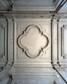Pierre Finkelstein shows ornaments from Versailles Palace in decorative painting angle. Floor Ceiling, Ceiling Panels, Ceiling Decor, Ceiling Design, Architecture Details, Interior Architecture, Interior And Exterior, Baroque, Classic Ceiling